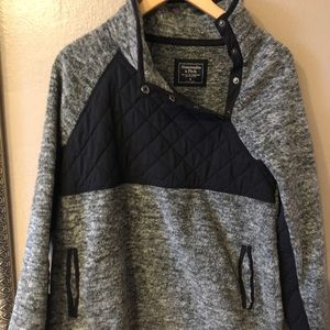 Abercrombie asymmetrical snap quilt pullover